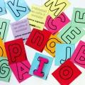 Cartons pour écrire l'alphabet en pâte à modeler