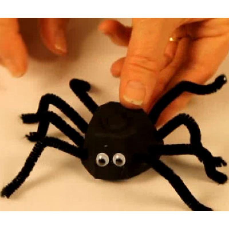 bricolage araign e avec bo te ufs. Black Bedroom Furniture Sets. Home Design Ideas