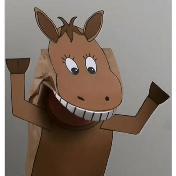 Marionnette cheval avec un sac en papier